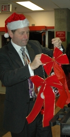 Tony Luck, Alumni Association Board Chair decorating Alumni Hall for the holidays